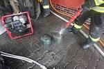 Na Kryblici hořela garáž, byly v ní tlakové lahve.