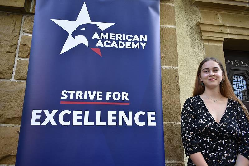 Studentka Krkonošského gymnázia ve Vrchlabí Dominika Svatoňová ze Špindlerova Mlýna s radostí přijala možnost učit se v angličtině na American Academy.