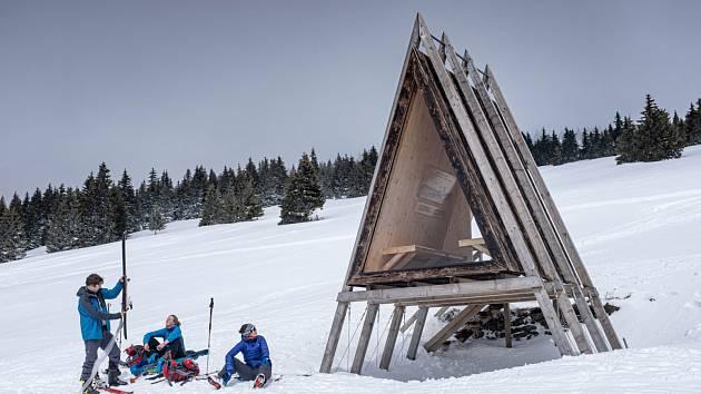 V Krkonoších i v polovině dubna panuje bílá zima.