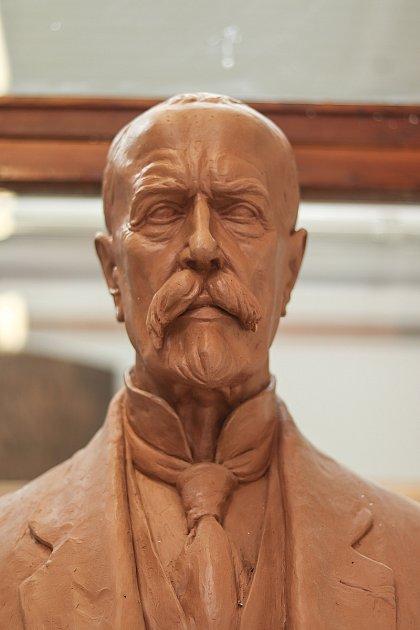 Vumělecké slévárně HVH vHorní Kalné vzniká nová socha TGM pro brněnské veletrhy. Původní sochu od autora Otakara Španiela někdo odcizil a tak museli udělat novou.
