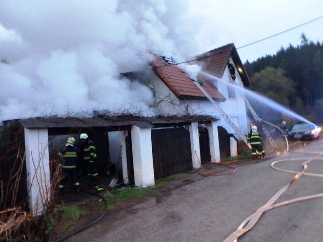 Neobývaný rodinný dům zřejmě někdo úmyslně zapálil