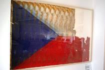 Česká vlajka vynesená z trosek Světového obchodního centra po 11. září 2001