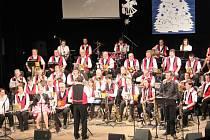 Orchestr pobavil stovky lidí v Divadle A. Jiráska, ale i při online internetovém přenosu.