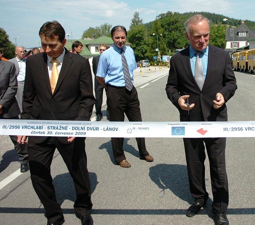 Slavnostní otevření zrekonstruované silnice ve Strážném