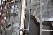 Areál koupaliště v Hostinném, který byl naposledy v provozu v roce 2003, je zpustošený. Radnice příští rok začne budovat nové.