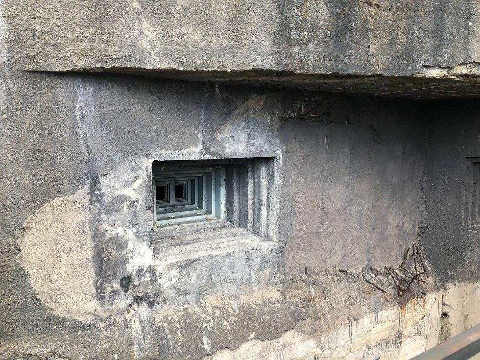 V bunkru T81a na pevnosti Stachelberg bude letos zabetonovaná 1,5 tuny těžká střílna.