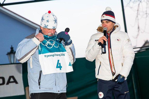 Olympijský medailista vbiatlonu Michal Krčmář a Eva Samková dorazili do Vrchlabí oslavit stříbrnou a bronzovou medily. Po návratu ze zimních olympijských her vkorejském Pchjongčchangu.
