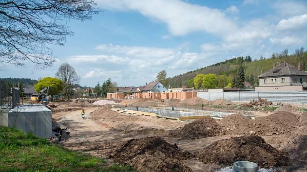 Stavba nového koupaliště v Hostinném.