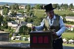 Letošní ročník Vinobraní na Kuksu byl jiný než ty předchozí. Víno neteklo po kaskádovém schodišti, stánky byly rozdělené do čtyř sektorů.