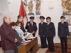 Hasiči v Božkově se v závěru týdne  účastnili bohoslužby za zemřelé předchůdce sboru.