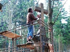 DO KONCE DUBNA HOTOVO. Slavnostní odhalení Bílého kříže je plánované na 7. května. Přesvědčit se, jak dopadla renovace, však bude možné již dříve.
