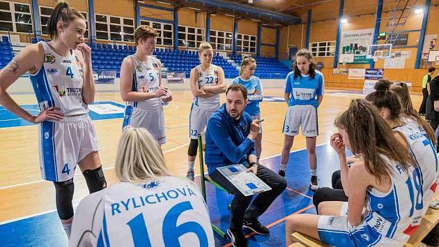 Basketbalistky Trutnova absolvovaly o víkendu v RENOMIA ŽBL zápasy Chomutově a v Praze proti USK.