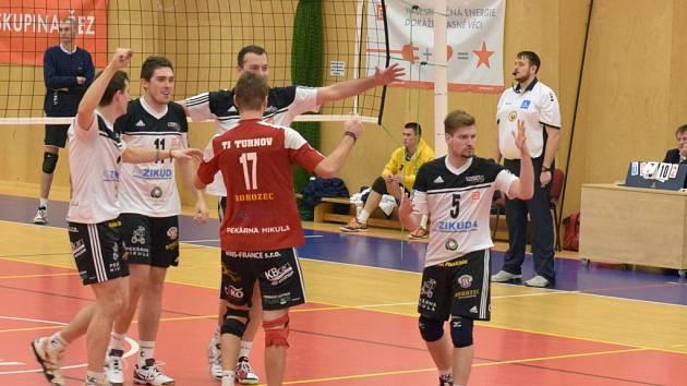 Domácí prostředí nejprve Turnovu pomohlo tým MFF porazit, poté si TJ Zikuda přivezla důležitý bod také z Prahy.