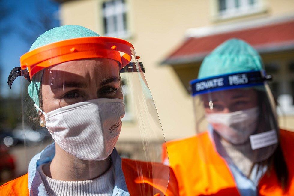 Ochranné pomůcky z Číny jsou terčem kritiky. Na jejich kvalitu si stěžoval i krajský náměstek pro zdravotnictví Aleš Cabicar.