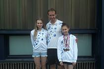 Na mistrovství ČR třináctiletého žactva v Plzni se skvěle prosadila Terezie Bischofová. Zdatně jí sekundovala Nicol Kirschová.