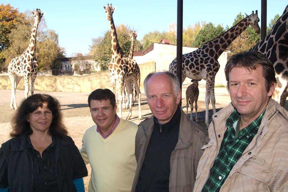 Křest: malá žirafa a také nosorožec mají jména