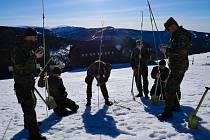 Vojáci absolvovali v Krkonoších náročný výcvik.