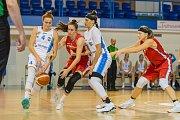 Z duelu Trutnov - Nymburk při basketbalovém turnaji O pohár města Trutnova.
