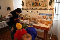 Betlémy ze sbírky Odona Vlčka vystavuje Městské muzeum v Úpici do 6. ledna.
