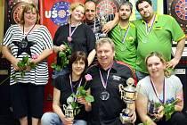 HROMADNÉ FOTO medailistů všech vypsaných kategorií tradičně nemohlo na konci vydařeného turnaje chybět.