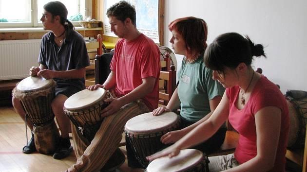 Základy bubnování pod vedením Pavla Nowaka