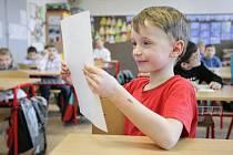 Školáci převzali ve čtvrtek pololetní vysvědčení.