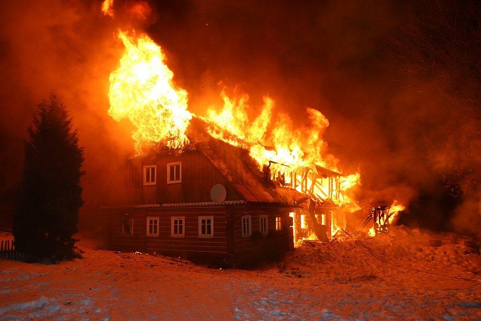 Požár chalupy ve Velké Úpě.