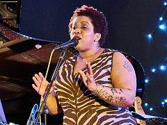 Newyorská zpěvačka a kytaristka Crystal Monee