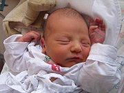 NICOLAS NEHYBA se narodil 23. ledna v9.32 hodin rodičům Kláře a Jaroslavovi. Vážil 3,86 kg a měřil 52 cm. Spolu sbráškou Alexandrem bydlí vTrutnově-Poříčí.