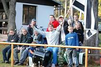Věrní fanoušci Bílé Třemešné na zápase v Dolní Kalné