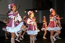 V HALE ORLOVNA se divákům v jednotlivých blocích představilo 120 dětí z Taneční školy Bonifác.