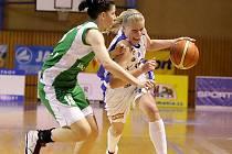 Kateřina Hindráková obchází Evu Mrhálkovou ve druhé čtvrtfinále.