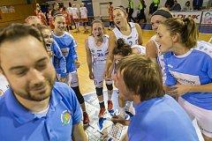 Basketbalistky Trutnova ve výborném ligovém utkání dosáhly cenného vítězství proti pražské Slavii.