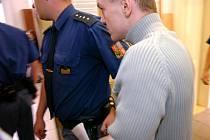 V úterý pokračuje soud s výtržníky se sokolovny