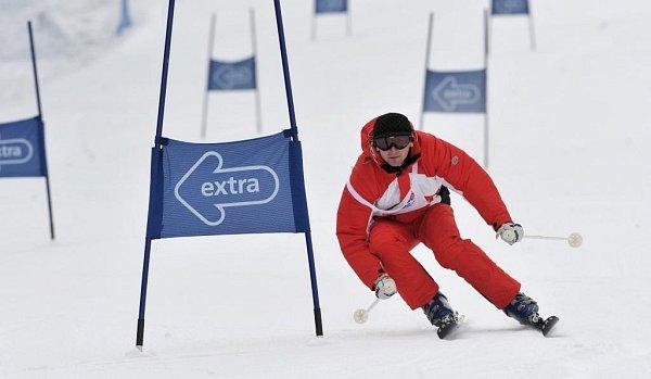 BYLO VESELO. Kdo vsobotu navštívil Herlíkovice, mohl sledovat lyžařské umění známých osobností showbyznysu.