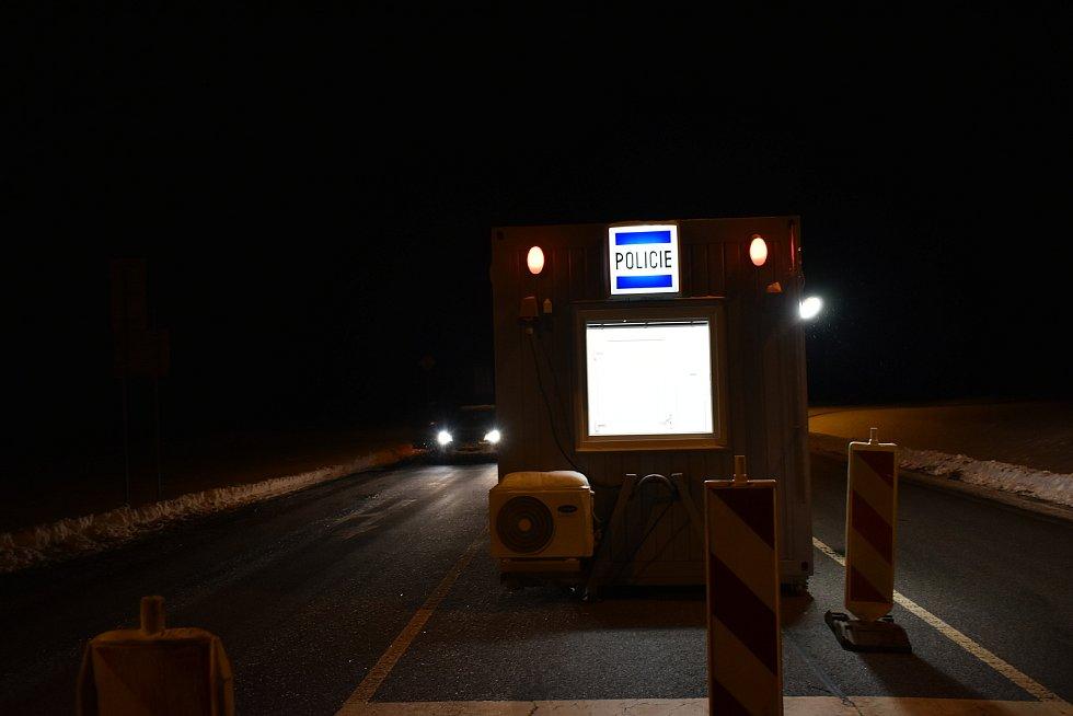 Po půlnoci byl vjezd na Trutnovsko od Semilska volný, policisté na stanovišti ve Vrchlabí nebyli.