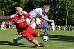 Fotbalisté Vrchlabí (červené dresy) jsou třetím nejvýše postaveným týmem v podkrkonošském regionu.