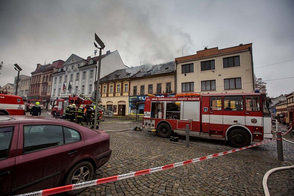 Požár domu na náměstí TGM ve Dvoře Králové nad Labem.