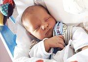 LUKÁŠ BARTOŇ se narodil 5. října ve 14.59 hodin Daniele Koudelkové a Petru Bartoňovi. Vážil 3,61 kg a měřil 51 cm. Rodina bude mít domov ve Vítězné.