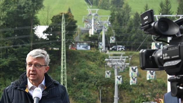 Ministr průmyslu a obchodu Karel Havlíček hovořil ve skiareálu Herlíkovice - Bubákov o vyplacených kompenzacích pro lyžařská střediska.