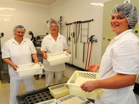 REGIONÁLNÍ VÝROBCI jsou oblíbení. Například produkty z farmy Tompeli v Huntířově Skuhrově se společně s dalšími potravinami objeví v novém obchůdku.