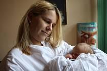 ADÉLA LEHKÁ se narodila 5. října v 10.24 hodin Zuzaně Vrablíkové a Vítu Lehkému. Vážila 3,26 kg a měřila 50 cm. Doma jsou v Rudníku