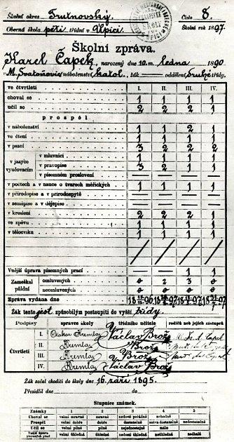 Vysvědčení Karla Čapka, staré 123let, zdruhé třídy obecní školy vÚpici ze školního roku 1897ukazuje, že měl vprvním čtvrtletí trojky zpsaní a pravopisu.