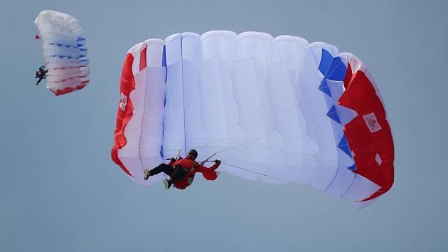 V herlíkovickém skiareálu Bubákov začalo v pátek mistrovství České republiky v paraski.