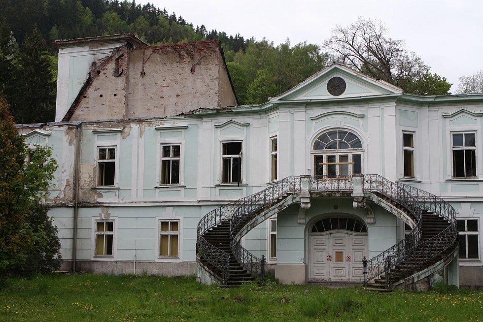 Co bude dál s vyhořelým zámkem v Horním Maršově?