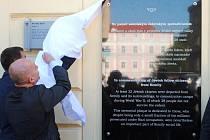 Pamětní desku u muzea věnovali židovské památce