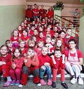 Ponikelská škola hraje celý týden všemi barvami