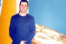 DOZVUKY VÁLKY. Osobní zkušenost z válečného konfliktu v bývalé Jugoslávii vložil Aldin Popaja do své malířské tvorby.