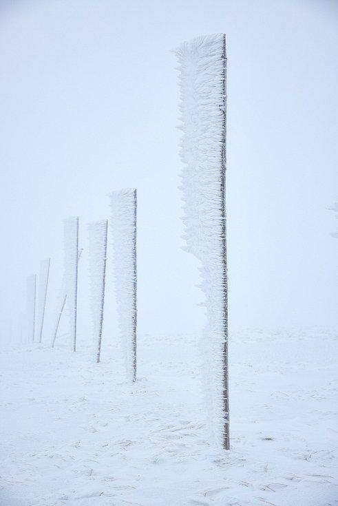 Takhle to vypadá na hřebenech Krkonoš v říjnu. Záběry nafotil v pondělí 19. října trutnovský fotograf Miloš Šálek
