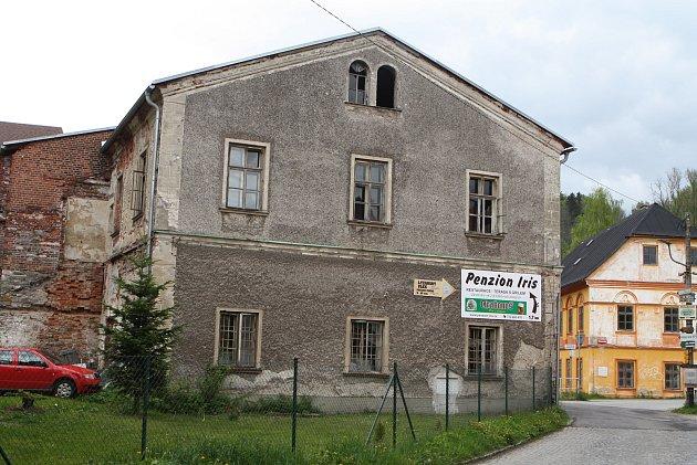 Historická budova zaniklého pivovaru vHorním Maršově.